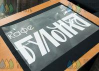 Черная ткань с надписью «БУЛОЧКА - я везу свежую выпечку»