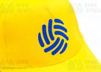 Желтые бейсболки с синим абстрактным изображением