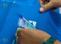 Голубые футболки-поло с логотипом «SUN SCHOOL»