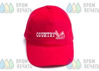 Красные бейсболки с надписью «Country»