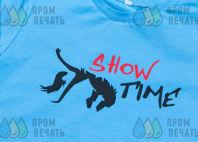 Голубые футболки с логотипом «SHOW TIME»