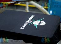 Черные футболки с картинкой и надписью «The Sliprunners»