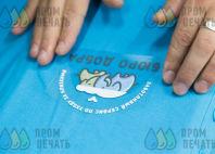 Голубые футболки-поло с логотипом «Бюро добра»