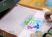 Бледно-розовые футболки с логотипом «Волшебный мир»