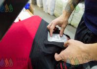 Двухцветные мембранные куртки с надписью «Чертиков В.»