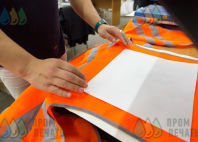 Оранжевые сигнальные жилеты с логотипом «УСПЕХ НЕИЗБЕЖЕН»