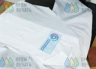 Белые медицинские халаты с лого и надписью «Столичный центр госпитализации»