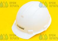 Белые пластиковые каски с надписью «торговый центр ГАЛЕОН»
