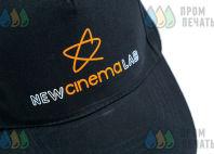 Черные бейсболки с логотипом в виде звезды