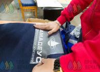 Синих куртки с логотипа «Амадеус»