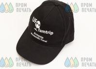 Черные бейсболки с надписью «UF famtrip»