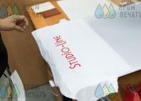 Белые футболки с надписью «StudionLine»