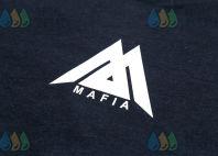 Черные футболки с логотипом в виде треугольника из линий