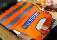 Оранжевые сигнальные жилеты с логотипом «RESULTfit»