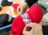 Красные бейсболки с логотипом «МИР»