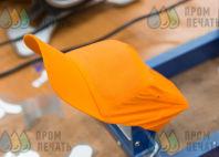 Оранжевые бейсболки с надписью «Случайные открытия делают только подготовленные умы»