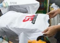 Белые футболки с надписью «Так. Еще раз!»