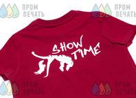 Красные футболки с логотипом «SHOW TIME»