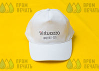 Белые бейсболки с логотипом «Virtuozzo»