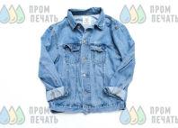 Синяя джинсовая куртка с фотографией певца – картинки готовых проектов от фирмы «Пром-Печать»