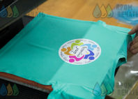Бирюзовые футболки с логотипом «Волшебный мир»