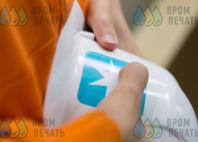 Белые пластиковые каски с логотипом «MAERSK»