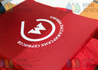 Красная куртка с логотипом «Московский метрополитен»