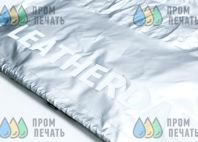 Серебристая куртка с надписью «Leatherdad»