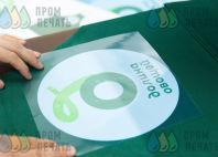 Нанесение надписи «Долина овощей» на зеленые фартуки