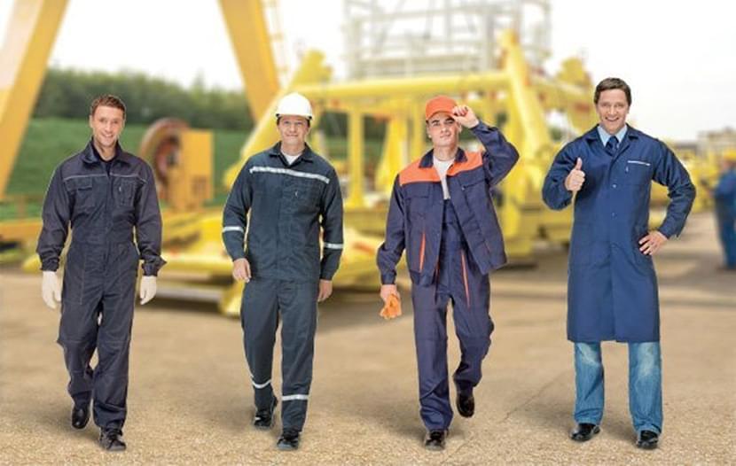 фотография строителей и монтажников в защитной спецодежде