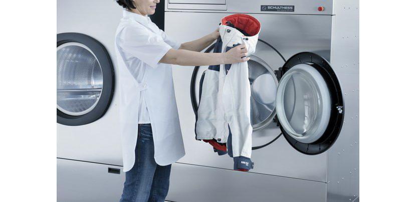 Фото стирки белой куртки в стиральной машинке
