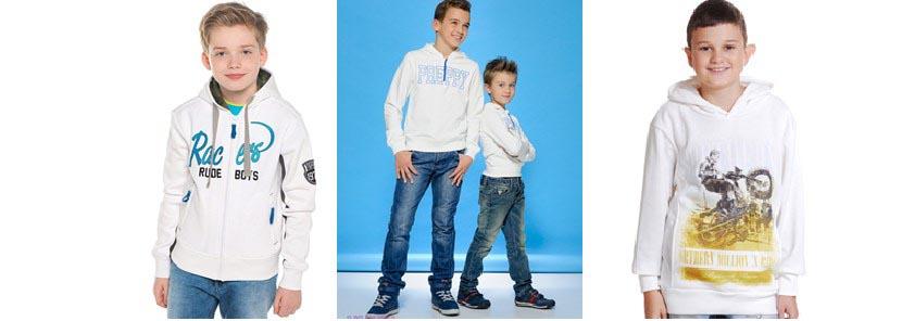 Фото мальчиков в белых толстовках с принтами