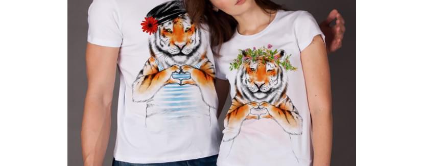 Фото пары в футболках с тиграми