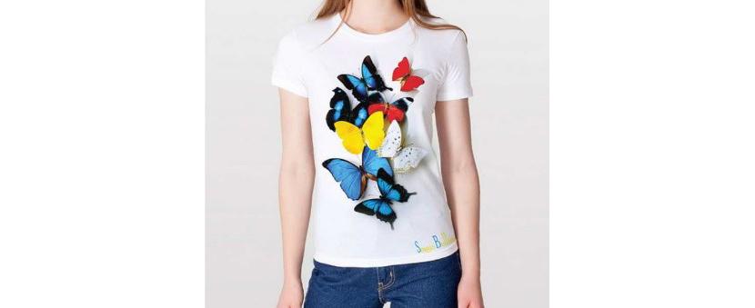 Фото стильной белой футболки с бабочками