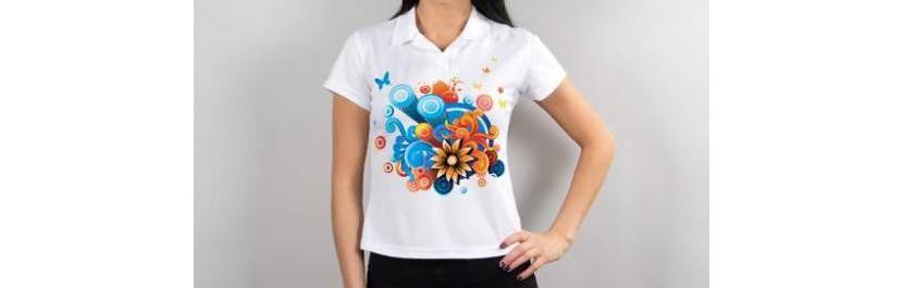 Фото модной футболки поло с абстракцией