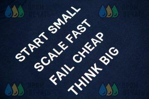 Футболки с надписью «Fail chip Think big»