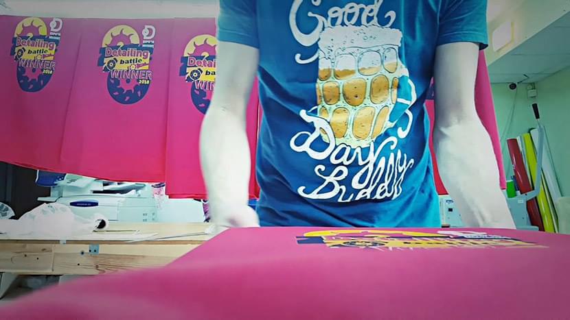 Фото выездной печати на футболках